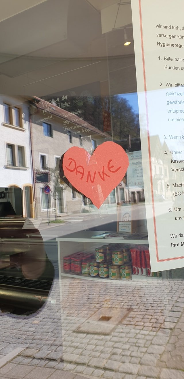 """Heute Früh hing ein Herz mit der Aufschrift """"Danke """" an unserer Ladentür. Möchten un…"""